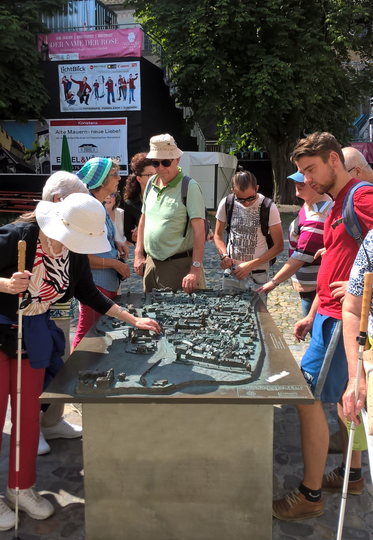 City tour for blind and partially-sighted persons